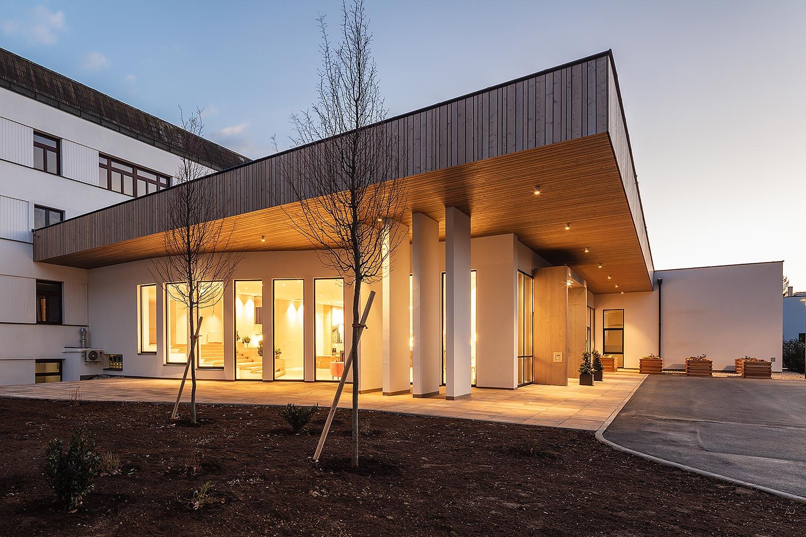 professionelle Abendaufnahme Architektur