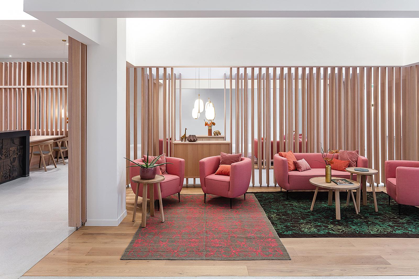 Lounge Bereich Fotografie Architektur mit Holz