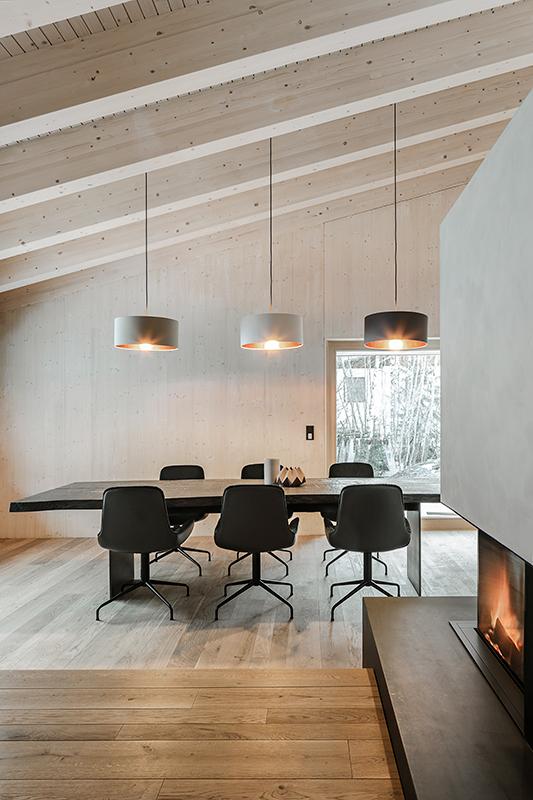 Architekturfoto Esstisch mit Stühlen