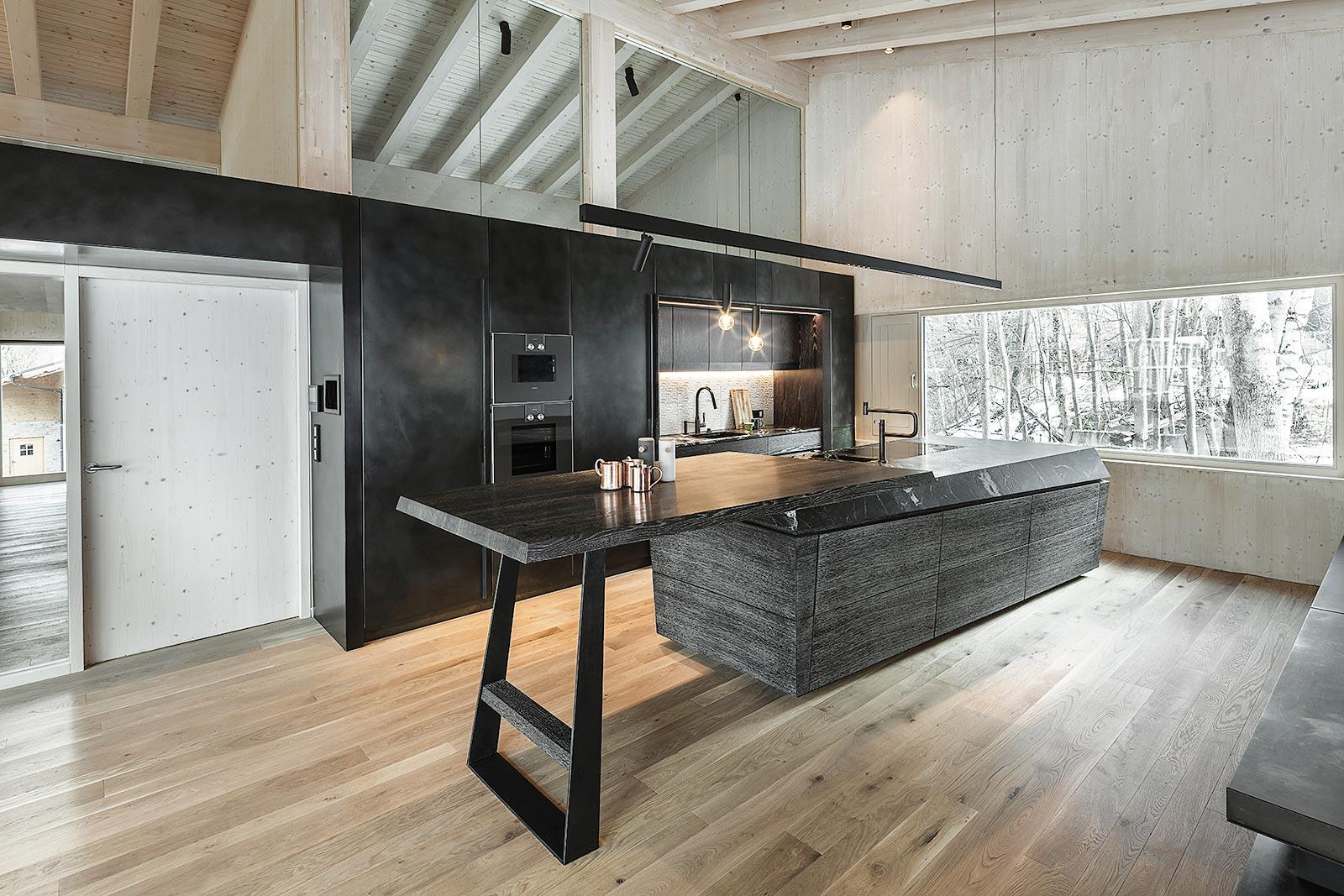 moderne Holzbauweise mit Küche